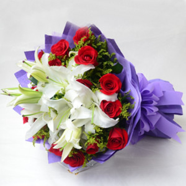 Send Love extravagance Bouquet HAB Flower Gifts to Dubai with ...